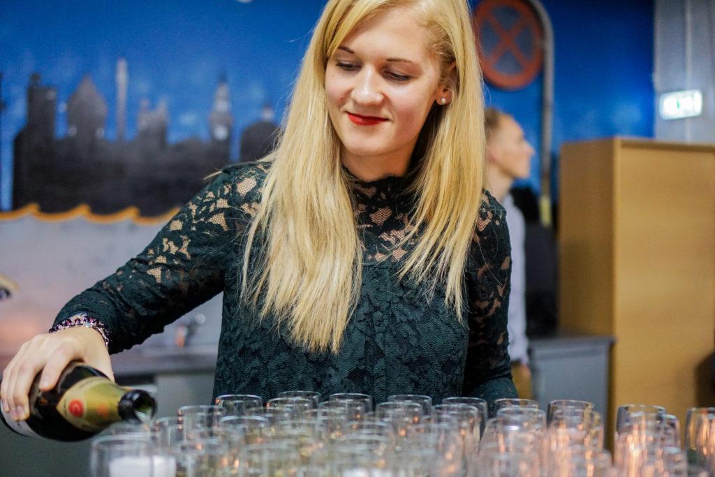 24Slides birthday champagne
